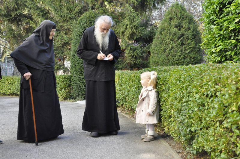 отац Гаврило, мати Михаила и девојчица Дуња