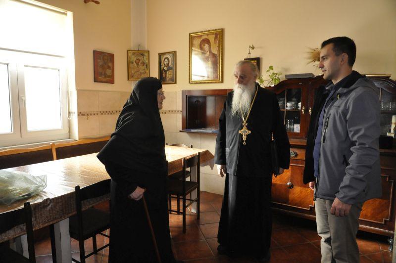у манастиру Ваведење: отац Гаврило, мати Михаила и ја